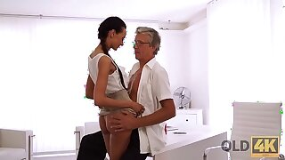 OLD4K. Taut youthful snatch of bewitching assistant Liliane hypnotizes father