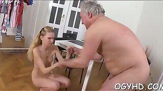 Elderly ultra-kinky sponger drills youthfull fuck hole